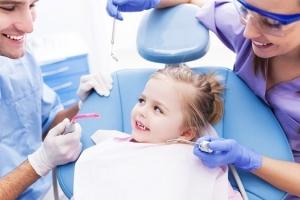 Khám răng định kỳ cho trẻ liệu có cần thiết không?